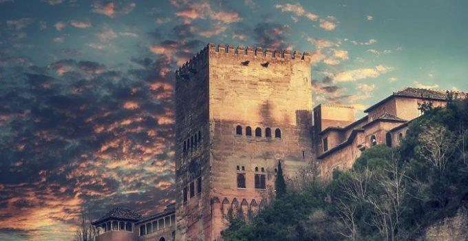 la torre de comares alhambra granada