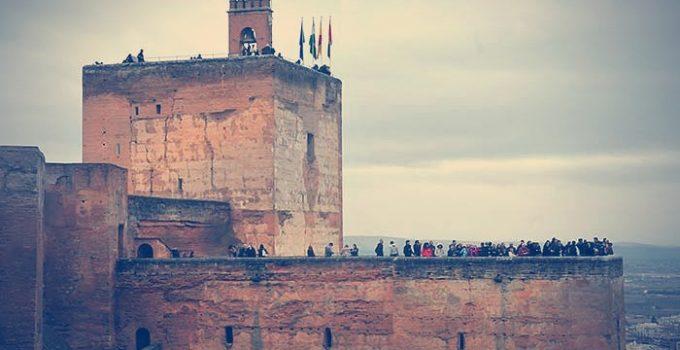 la torre de la vela alhambra granada