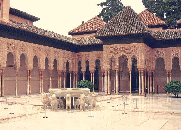 El Patio de los Leones. Alhambra. Granada