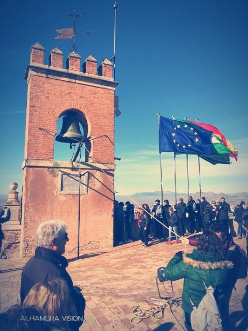 La Torre de la Vela. Haciendo sonar la Campana de la Vela el 2 de enero